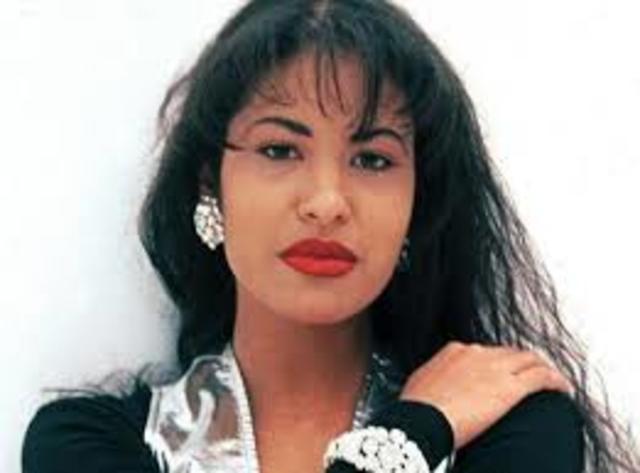 1995: Es asesinada la cantante de música tejana Selena