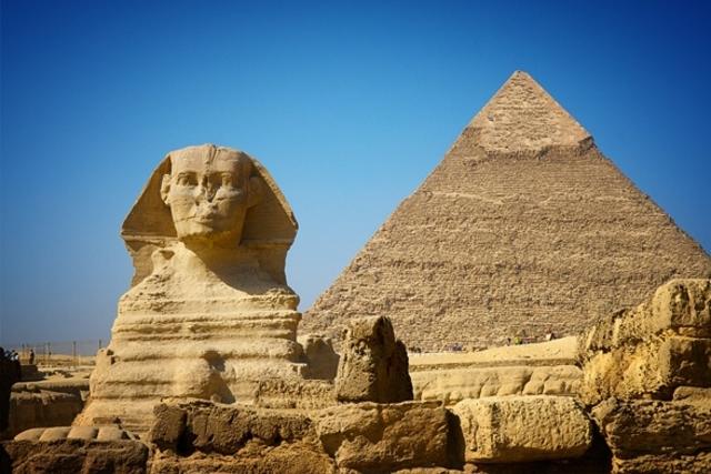 La gran pirámide del faraón Keops. (3000 a. de c.)