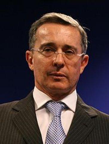 Eleccion Alvaro Uribe como presidente