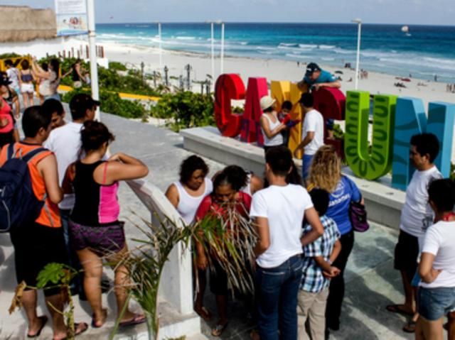 México registró en el 2015 una cifra récord de 32.1 millones de turistas que llegaron por vía aérea y dejaron una derrama económica por 17,457 millones de dólares. En comparación con 2014, la llegada de turistas se incrementó 9.5%.