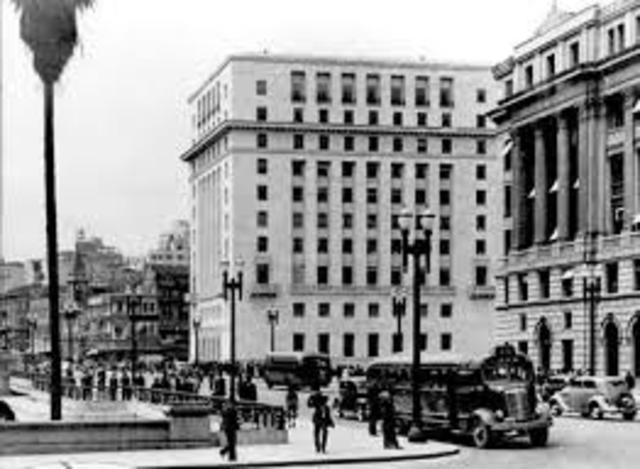 1954 - Mãe de Lula se muda para São Paulo, cidade