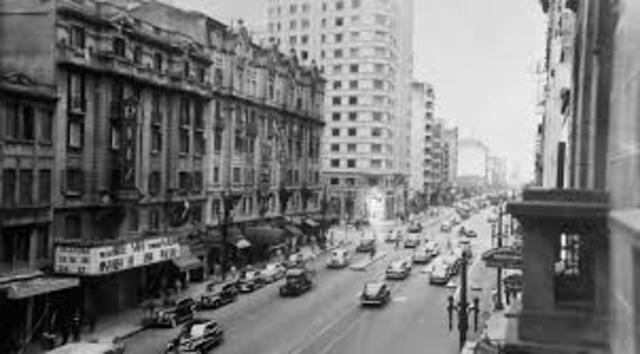 1956 - Lula e seu irmão se mudam para São Paulo