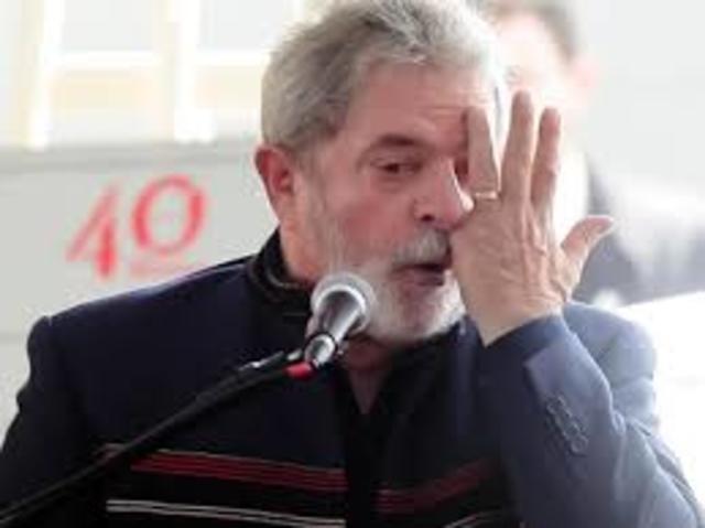 1964 - Lula sofre acidente