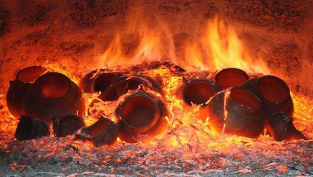 Se descubre el proceso de coción del barro: Alfarería.