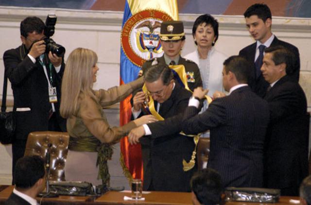 Se posesiona el Reelegido Presidente Alvaro Uribe
