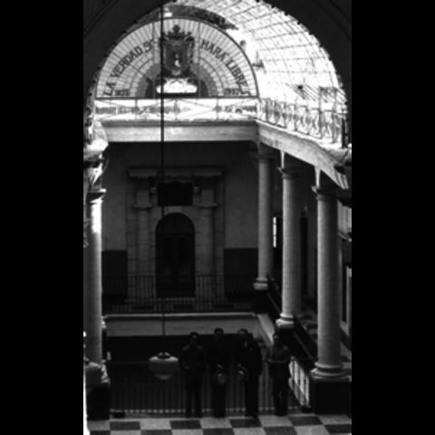1945 se instituye la universidad de Guanajuato