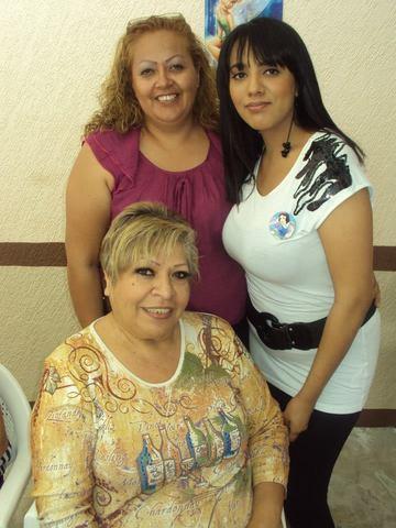 Mi madre, mi madrina y yo.