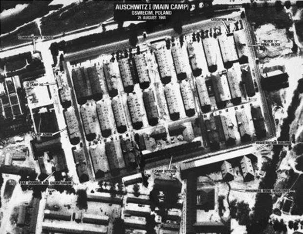 Arriving to Auschwitz-Dinuean