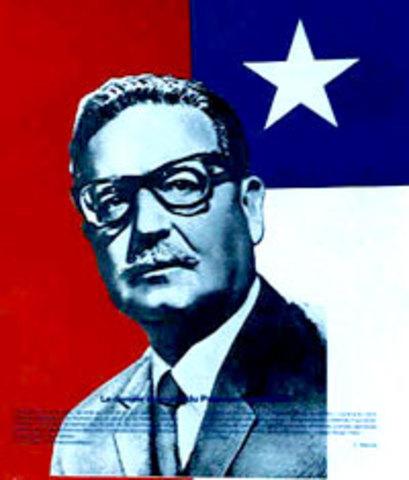 El socialista Salvador Allende es presidente de Chile.