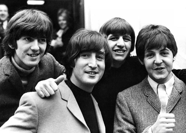 Paul McCartney anuncia la separación de The Beatles.