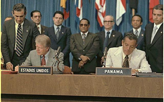 Washington. Se firman los Tratados Torrijos-Carter para la devolución paulatina a Panamá de las instalaciones del Canal de Panamá