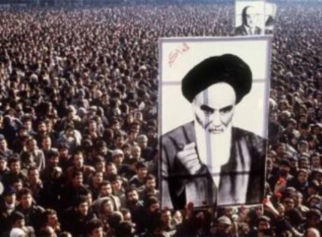 Huida del Sha: El Ayatolah Jomeini ocupa el poder en Irán