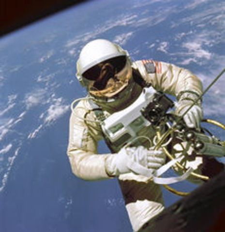Gemini 4: 1st Space Walk