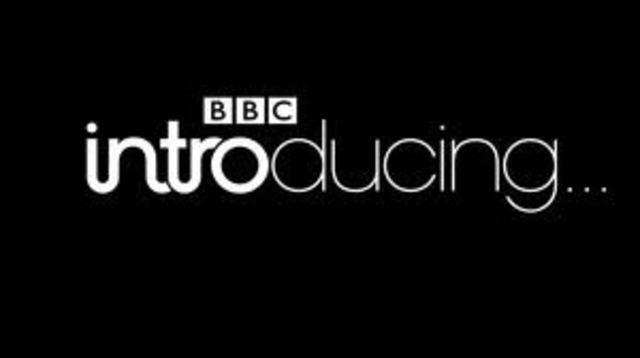 La BBC britanica inaguro las posibilidades de la radio en el ámbito de la enseñanza.