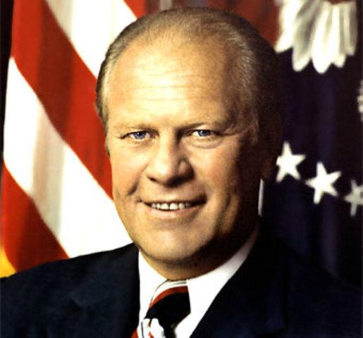 Nixon renuncia y queda como presindete Gerard Ford