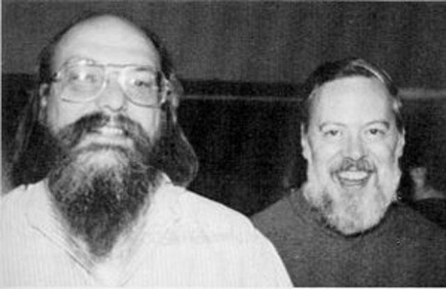 Sistema Opercional Unix é criado por Dennis Ritchie e Ken Thompson