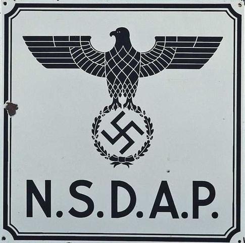 Adolf Hitler declara la unidad legal del estado alemán con el Partido Nazi.