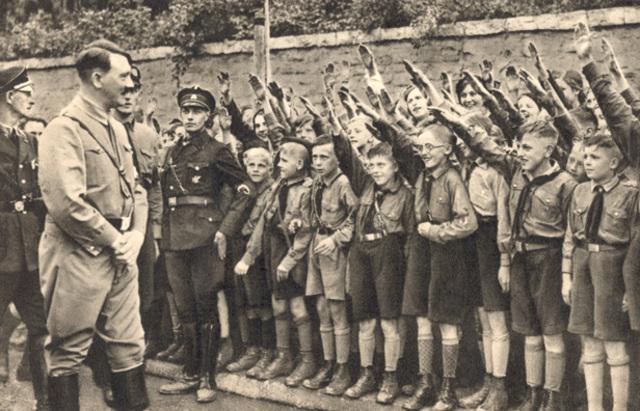 El Ministro del Interior de Baden prohíbe las excursiones en grupo y demás actividades similares a todos los grupos que no formen parte de las juventudes Hitlerianas.