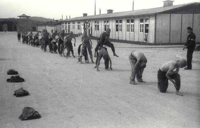 Se abre el campo de concentración de Mauthausen (Austria). Se crea en Berlín la SS DEST., una sociedad que gestionará los trabajos de cantera del campo de concentración de Mauthausen.