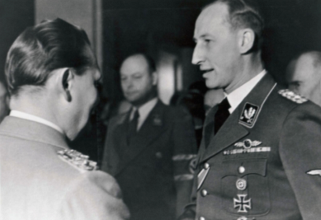 """Hermann Goering nombra a Reinhard Heydrich para que se encargue de ejecutar el plan de """"Solución Final"""", es decir, el asesinato masivo de la población judía europea."""