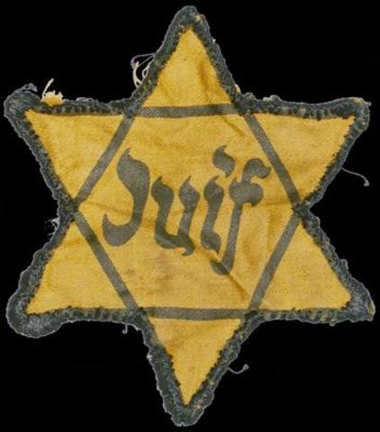 """Se decreta el uso de la """"estrella judía"""" en Francia y Holanda, ocupadas por los nazis."""