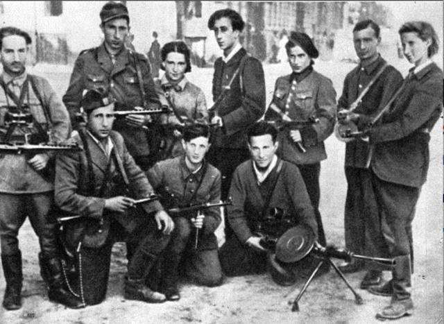 """Creación de la """"Organización Combatiente Judía"""" en el ghetto de Varsovia (Polonia). Se cierra definitivamente el campo de concentración de Niederhagen (Alemania)"""