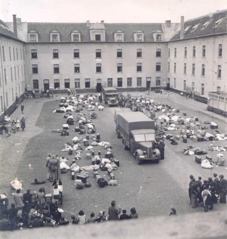 Los nazis empiezan las deportaciones de judíos belgas hasta finales de Julio de 1944. Los alemanes deportaron a más de 25.000 judíos, alrededor de la mitad de la población judía de Bélgica, a Auschwitz-Birkenau donde la mayoría pereció.
