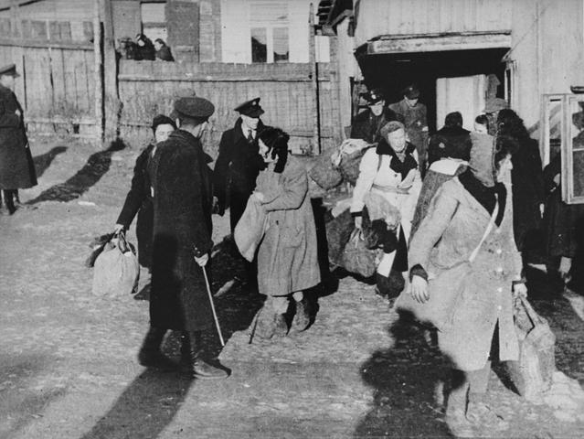 La SS convierte el ghetto de Kovno en un campo de concentración (Kauen) bajo la dirección del capitán de la SS Wilhelm Goecke.