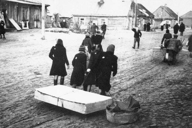 Las autoridades alemanas declaran el ghetto de Minsk oficialmente eliminado después de asesinar a los 2.000 judíos que quedaban.