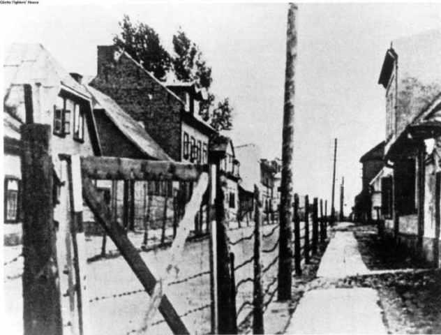 En Noviembre de 1943 derriban el ghetto de Riga (Letonia). El campo de exterminio de Auschwitz (Polonia) es dividido en 30 subcampos. Se cierra definitivamente el campo de concentración y exterminio de Janowska (Ucrania)