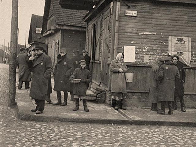 Del 8 al 12 de Julio de 1944, y por la cercanía del ejército soviético, la SS elimina el campo de concentración de Kaunas y transfieren a 6.000 judíos a los campos de concentración de Stutthof (Polonia) y Dachau (Alemania)