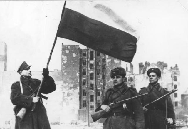 Las tropas rusas liberan Varsovia (Polonia)