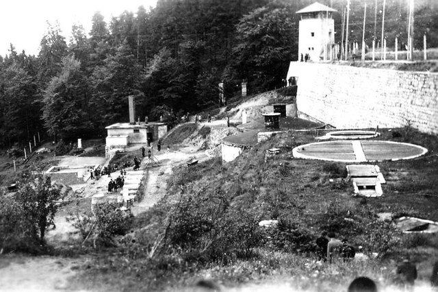 Se evacua el campo de concentración de Flossenbuerg y las tropas rusas liberan el campo de concentración de Sachsenhausen (ambos en Alemania)