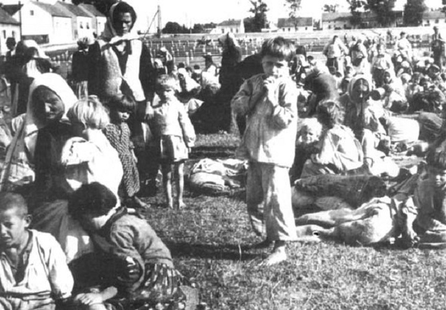 Se cierra el campo de exterminio de Jasenovac (Yugoslavia)
