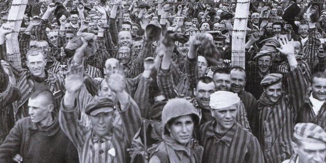 Las tropas norteamericanas liberan los campos de concentración de Budzyn (Polonia) y el de Dachau (Alemania)