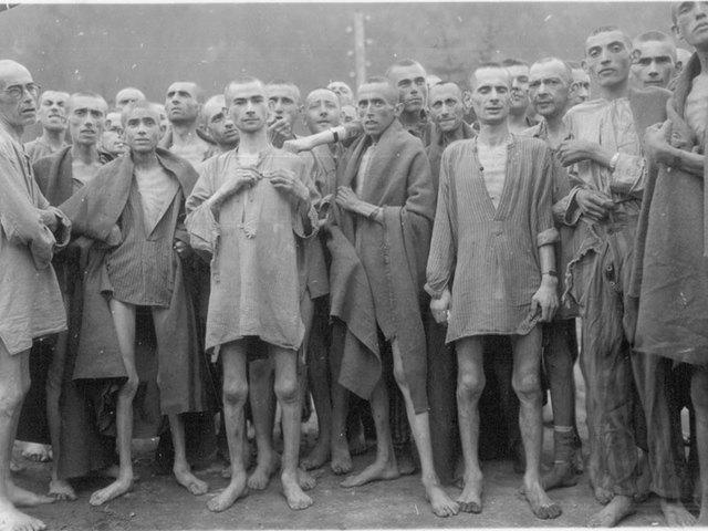 Tropas norteamericanas liberan a los 18.000 prisioneros del subcampo Ebensee de Mauthausen (Austria)