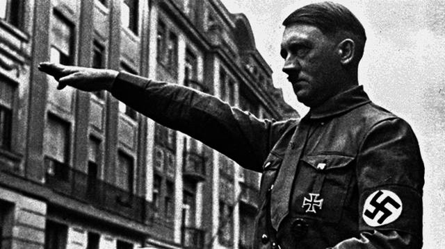 Se dicta la Ley de Autorización que confiere a Hitler la capacidad para implantar una dictadura en Alemania.