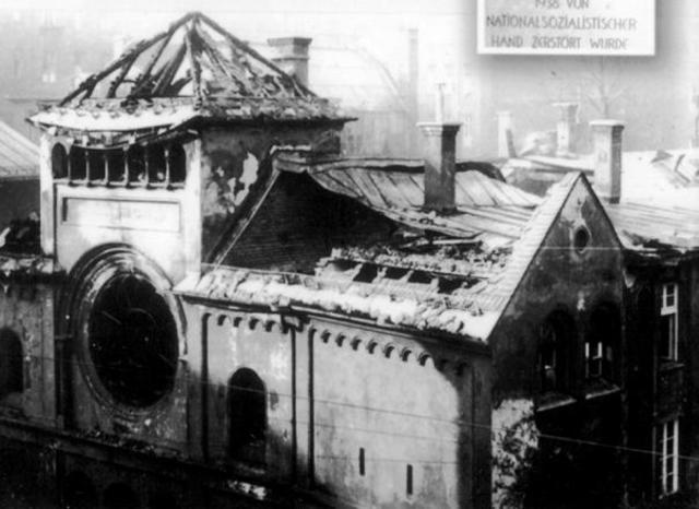 En Agosto de 1938 destruyen una Sinagoga en Nuremberg (Alemania)