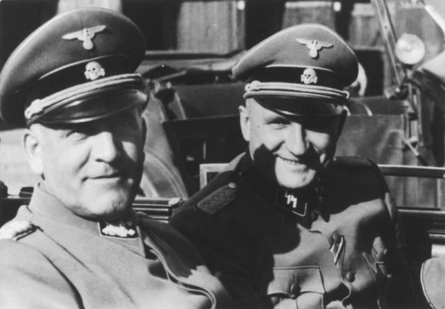 Durante 1939, Heinrich Himmler funda la WVHA de la SS para la centralizar la administración de los campos de concentración siendo dirigida por Oswald Pohl.