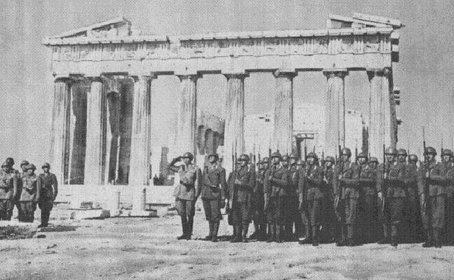 Italia ataca Grecia y abre las puertas para una invasión de Alemania por los Balcanes.