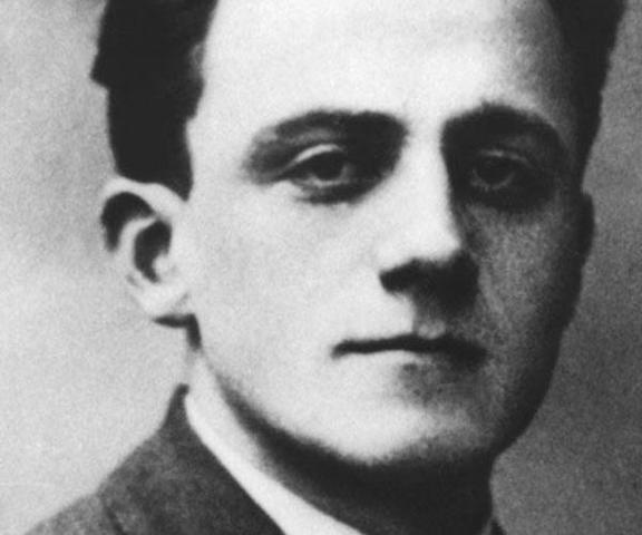 """En Diciembre de 1940 el Dr. Enmanuel Ringelblum crea el Archivo secreto """"Oneg Shabat"""" en el ghetto de Varsovia (Polonia)"""