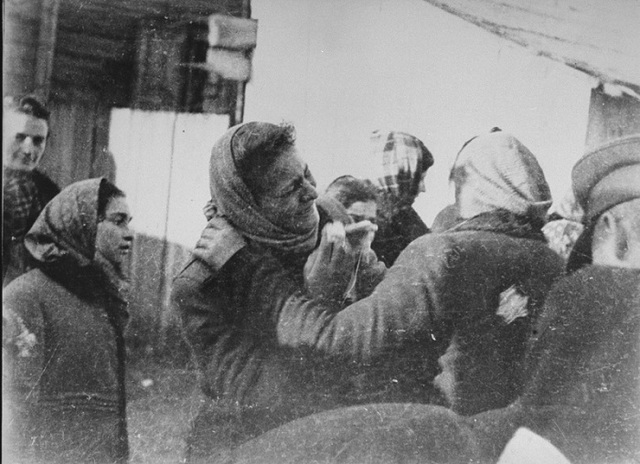 Por orden de las autoridades alemanas se cierra el ghetto de Kovno (Lituania), con una población judía de aproximadamente 30.000 habitantes.