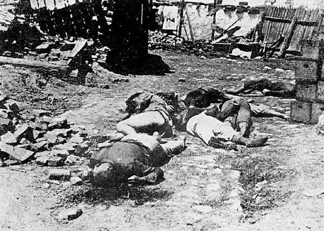 Asesinato de 35.000 judíos en Odessa (Ucrania). Se inicia la deportación de los judíos alemanes.