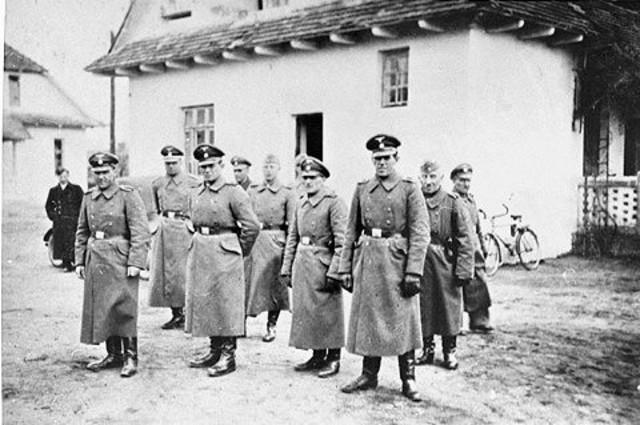 En Noviembre de 1941 se abre el campo de exterminio de Belzec (Polonia)