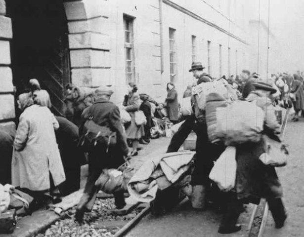 Se abre el campo de concentración y ghetto de Theresienstadt (Checoslovaquia)