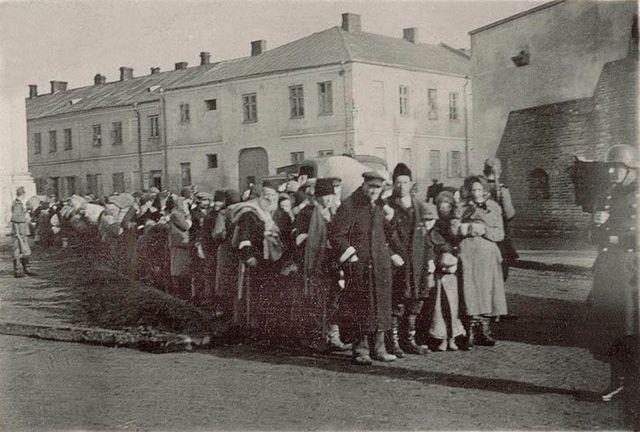 Se cierra el campo de concentración y ghetto de Zamosc (Polonia)