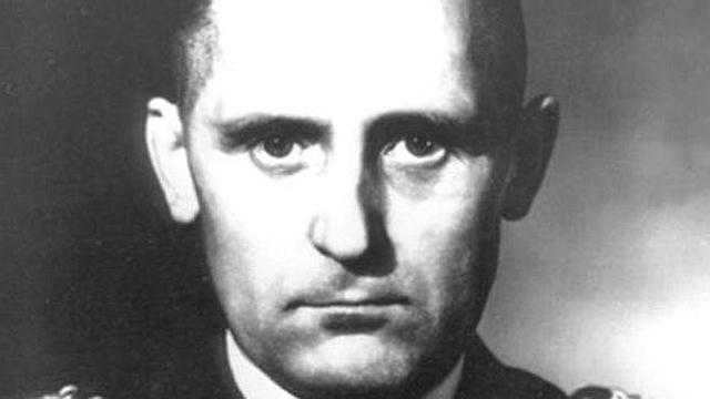 """El jefe de la Gestapo, Heinrich Muller, abre la """"Kugel Aktion"""" por la que todo prisionero fugado y vuelto a capturar será enviado al campo de concentración de Mauthausen (Austria) para ser asesinado de un balazo en la cabeza."""