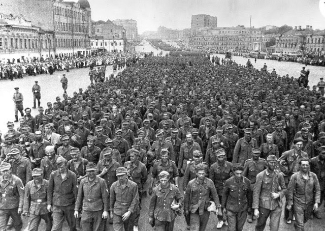 Una ofensiva masiva soviética destruye el frente alemán en Bielorrusia.