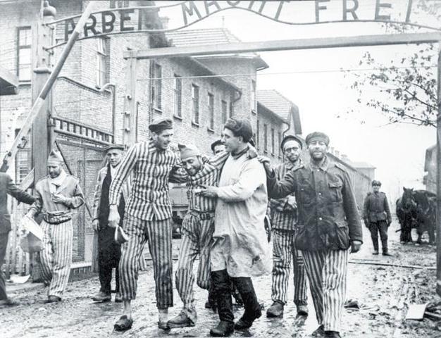 Las tropas rusas liberan el campo de exterminio de Auschwitz-Birkenau (Polonia)