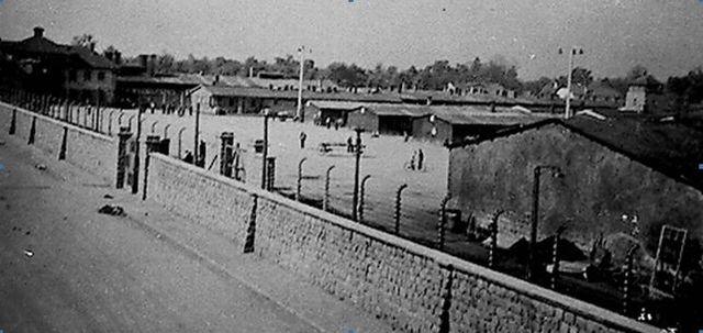 El campo de concentración y ghetto de Theresienstadt (Checoslovaquia) es entregado a la Cruz Roja.